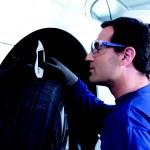 Les éléments de sécurité à surveiller sur vos pneus